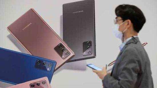 手机新品因缺芯停产?三星回应:尚未决定暂停生产