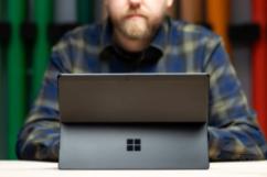 微软出新:四款Surface电脑和新型折叠手机成市场瞩目焦点
